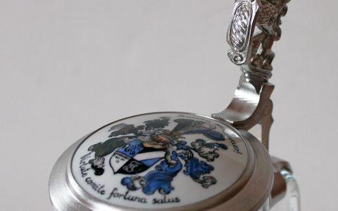 Deckelschoppen Porzellankrug Porzellaneinlage Handbemalung handbemalt Porzellanplättchen Steinkrug Adlerdrücker Deckelgemäß Bierkrug